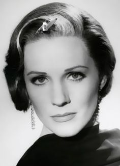 DARSHING DAME JULIE ANDREWS