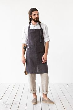 Cook, garden, create with this comfortable bib linen apron. Handmade from pure linen. Unisex linen apron, sizes XS to XL. Mens Linen Outfits, Unisex Looks, Japanese Apron, Pinafore Apron, Men In Uniform, Cafe Uniform, Waist Apron, Sustainable Textiles, Aprons For Men