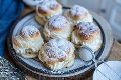 Saftiga semlor med hemgjord mandelmassa! Cookie Recipes, Dessert Recipes, Desserts, Cream Bun, Coffee Dessert, Bun Recipe, Fika, What To Cook, Food Inspiration