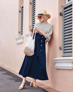 Cool Summer Hijab Outfit Ideas with Wide-Brim Hat – Girls Hijab Style & Hijab Fashion Ideas Sporty Summer Outfits, Vintage Summer Outfits, Elegant Summer Outfits, Summer Outfits Women Over 40, Summer Outfit For Teen Girls, Summer Dress Outfits, Muslim Fashion, Modest Fashion, Hijab Fashion