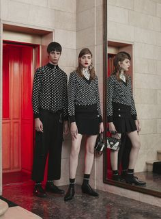 See the complete Versus Versace Pre-Fall 2017 collection.