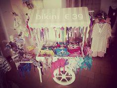 Il nostro carretto è pronto con i bikini ancora più  scontati! Tutto a 39 euro!!  #bikini #sales #boutiquegnisci #ancorapiùscontati #39 #euro2016 #carretto #gelati #beachwear #saldi #locorotondo #puglia