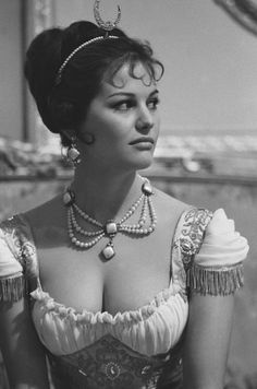 CLAUDIA CARDINALE Claudia Cardinale, Sophia Loren, Classic Actresses, Beautiful Actresses, Classic Beauty, Timeless Beauty, Jane Birkin, Classic Hollywood, Old Hollywood