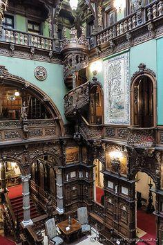 Sinaia - Peles - Grand Hall - Yapı - Peleş Castle (The Grand Hall), Sinaia, Romania - Beautiful Architecture, Beautiful Buildings, Interior Architecture, Beautiful Homes, Beautiful Places, Unusual Buildings, Victorian Architecture, Interior Design, Grand Hall