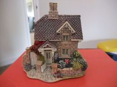 A-Lovely-Lilliput-Lane-Cottage-Railway-Cottage-005-1996-English-Collection