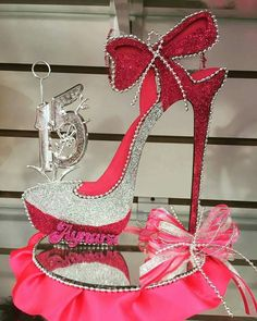 Quince años Quinceanera Centerpieces, Birthday Centerpieces, Shoe Template, Paper Shoes, Denim And Diamonds, Flower Shoes, Decorated Shoes, Sweet 16 Parties, 50th Birthday Party