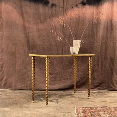 Nice vintage coffee table Brass and mirror X H Brass Side Table, Brass Coffee Table, Vintage Coffee, Outdoor Furniture, Outdoor Decor, French Antiques, Modern Design, Furniture Design, Mid Century