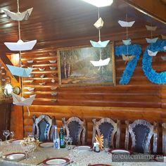 Та дам! В итоге зал ресторана получился вот таким красивым, украшенным 70-ю корабликами и морскими цифрами. Наверное кто-то скажет, зачем так заморачиваться когда можно просто купить? Но, как приятно было делать вместе с дочкой Такой подарок своему любимому папе/дедушке. (Половину корабликов сделала она!)  Ведь подарок сделанный своими руками приносит больше радости и тепла!  P.S. А если заказывать воздушные фольгированные шары такого размера, то обойдутся вам в 1 300 руб!!! Подумайте…