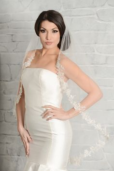 Lola Grace Bridal is an upscale bridal boutique in Daytona Beach offering designer wedding gowns and dresses in a fun and relaxed environment. Wedding Hair Half, Wedding Hairstyles With Veil, Wedding Hair Pieces, Wedding Hair And Makeup, Fingertip Veil, Short Veil, Designer Wedding Gowns, Wedding Dress Accessories, Perfect Wedding Dress