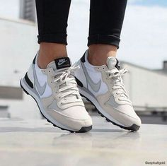 59 Ideas For Sneakers Femme Nike Internationalist Nike Internationalist, Sneaker Outfits, Sneakers Fashion, Fashion Shoes, Shoes Sneakers, Sneakers Mode, Cute Shoes, Me Too Shoes, Mode Rock