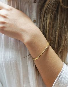Odette New York® Square Cuff Bracelet Plain Gold Bangles, Gold Bangles For Women, Solid Gold Bangle, Gold Bangles Design, Gold Bracelet For Women, Imitation Jewelry, Gold Fashion, Look Chic, White Gold Rings