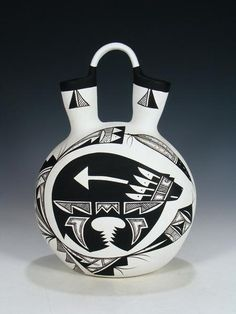 Southwest Pottery, Trail Of Tears, Pueblo Pottery, Round Vase, Native American Pottery, Wedding Vases, White Houses, Clay Art, Decorative Accessories