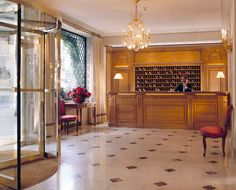 The best boutique hotels in Paris. Find a boutique hotel Paris and book with Splendia to benefit exclusive offers on a unique selection of hand picked small luxury hotels. Small Luxury Hotels, Luxury Travel, Palaces, Hotel Bristol Paris, Best Boutique Hotels, Paris Chic, Shopping Street, Palace Hotel, Paris Hotels