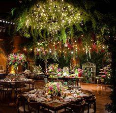 Fabiana Graziano e Diego Marín tiveram um lindo casamento em São Paulo, no Hotel Unique. MBacellar foi o responsável pela decoração.