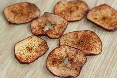 Imprimer sans image Ingrédients 3 pommes poire bio et lavées Le jus de 1 citron 80 ml (1/3 de tasse) d'eau 30 ml (2 c. soupe) de sirop d'érable cannelle Préparation Préchauffer le four à 300 F (150 C). Placer un papier parchemin sur une grande plaque à biscuits. Saupoudrer de cannelle. Dans un grand … Continuer la lecture de Chips de pomme→