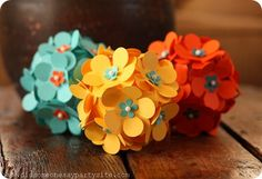 DIY paper flower ball, using pins and cutouts. Paper Flower Ball, Paper Flowers Diy, Handmade Flowers, Flower Crafts, Fabric Flowers, Flower Diy, Hanging Flowers, Paper Roses, Origami