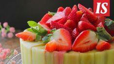 Raparperi ja mansikka ihastuttavat Mia Uusitalon kekseliäässä juustokakussa. Strawberry, Pudding, Candy, Baking, Fruit, Healthy, Sweet, Desserts, Food