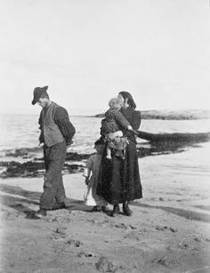 A photo of Aran islanders taken by the famous playwright John Millington Synge at the turn of the last century