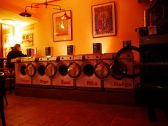 Waschbar - die Waschmaschinen haben Namen. Warum steht auf www.1000-things.de