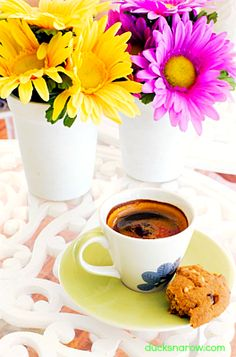 Ideas for a Children's Tea Party. I Love Coffee, Coffee Break, My Coffee, Morning Coffee, Coffee Cups, Espresso Cups, Cocoa, Chocolates, Coffee Photography
