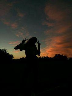 Gim or Save = Follow Bé Nu 🖤 Alone Photography, Shadow Photography, Portrait Photography Poses, Tumblr Photography, Sunset Photography, Creative Photography, Shadow Pictures, Silhouette Photography, Creative Instagram Stories