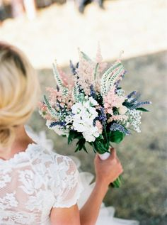 Such a rustic and romantic bridal bouquet #wedding #bride #bouquet #flowers #gardenparty