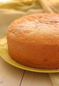 Food T, Love Food, Food And Drink, Portuguese Desserts, Portuguese Recipes, Sweet Recipes, Cake Recipes, Brazillian Food, Cake Mix Muffins