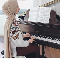 """2,921 Beğenme, 36 Yorum - Instagram'da ⠀⠀⠀⠀Zara ☕️ (@zaraazii): """"For real, I wish I could play the piano  _____ Cropped Flower Embroidered Shirt, search SKU:…"""""""
