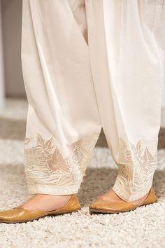 Pakistani Fashion Party Wear, Pakistani Dresses Casual, Pakistani Dress Design, Salwar Designs, Kurta Designs Women, Salwar Pattern, Sleeves Designs For Dresses, Embroidery Suits Design, Indian Designer Outfits