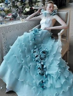 love this wedding dress,beautiful