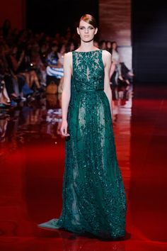 The Elie Saab Couture fall-winter collection was showcased during Paris Haute Couture Fashion Week on July Elie Saab Couture, Haute Couture Gowns, Style Couture, Couture Dresses, Couture Fashion, Fashion Show, Paris Fashion, Runway Fashion, Fashion Online
