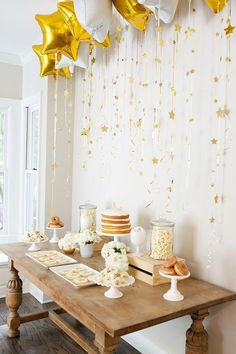 Love the look of these star streamers hanging from star balloons–so perfect for a twinkle twinkle little star party! - Decoration For Home Party Knaller, Star Party, Baby Party, Ideas Party, Men Party, Party Themes, Golden Birthday, Baby Birthday, First Birthday Parties