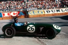 Graham Hill LotusClimax 12 Grand Prix of Monaco Circuit de Monaco 18 May 1958 History in the making the first ever Formula One race for Lotus with. Ferrari, Maserati, Vintage Sports Cars, Vintage Racing, Vintage Cars, Graham, F1 Racing, Drag Racing, Stirling