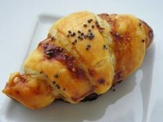 Ingrédients: 1 pâte feuilletée 8 tranches de magret de canard fumé du confit de figue 1 jaune d'oeuf 15 ml d'eau Préparation : préparer la pâte feuilletée préchauffer le four à 190° étaler la pâte feuilletée sur le croissant party et à l'aide du rouleau...