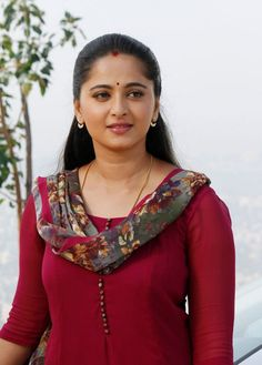 Anushka Shetty is an Indian actress and model. She is the popular actress of South Indian cinema. She worked in many super hit films like Bahubali and many more. Indian Actress Hot Pics, South Indian Actress, Indian Actresses, South Actress, Beautiful Girl Indian, Most Beautiful Indian Actress, Beautiful Actresses, Beautiful Women, Beautiful Fairies