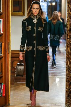 Chanel Pre-Fall 2015 Fashion Show Collection: See the complete Chanel Pre-Fall 2015 collection. Look 8 Fashion Week, High Fashion, Fashion Show, Fashion Design, Mode Chanel, Chanel Paris, Chanel 2015, Chanel Style, Chanel Chanel