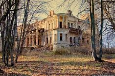 how do you forget a home of this size?  I always get a sad feeling when I see old homes vacant and falling into ruin.  my mind wonders about the people that built it, that lived, laughed, cried, played, slept, prayed, danced, sang there, etc.,  i always wonder what happened to the decedents?
