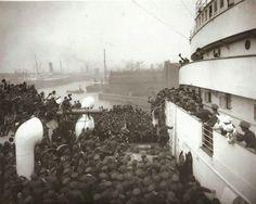 Canadian troops arrive 1942
