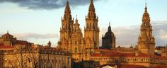 El camino de Santiago tiene su final en la ciudad de Santiago de Compostela, en Galicia.  Se trata de un camino con diferentes ramificaciones, como el camino francés o el camino mozárabe. Todos ellos tienen su fin en la catedral, dónde se encuentra el sepulcro del Apóstol.