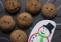 These whole-wheat gingerbread buttons are a good example of why it is better to bake your own festive treats rather than buy baked goods. Snack Recipes, Snacks, Registered Dietitian, Baked Goods, Meal Planning, Gingerbread, Nutrition, Buttons, Treats