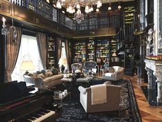 Escadas, Corredores e Livros.