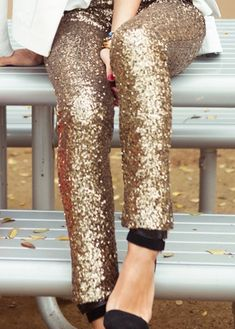 Can you rock the gold sequin leggings? We support you in your creative effort! #dressbrightly