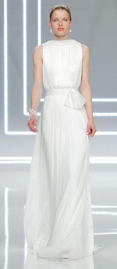 Rosa Clará's Modern and Minimalist Wedding Dresses for 2017   | TheKnot.com