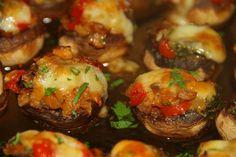CIUPERCUTE+UMPLUTE+CU+LEGUME+LA+CUPTOR Vegan Recipes, Cooking Recipes, Vegan Food, Baked Potato, Avocado, Potatoes, Vegetarian, Beef, Baking