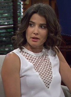 Robins white lace top on How I Met Your Mother. Outfit details ...