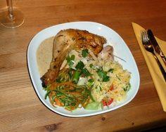 rosmarinhuhn mit Safranreis und gedämpftem Gemüse