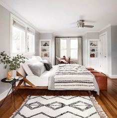 Get the Look: Black & White Feminine Bedroom - Curb Appeal & Home sweet home - Bedroom Feminine Bedroom, Trendy Bedroom, Modern White Bedrooms, Beautiful Bedrooms, Modern Boho Master Bedroom, Master Bedroom Design, Sweet Home, Suites, Dream Bedroom
