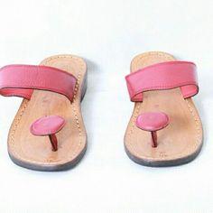 Saya menjual SK 82. sandal kulit sapi asli untuk wanita.  seharga Rp200.000. Dapatkan produk ini hanya di Shopee! https://shopee.co.id/aririefah/8056301/ #ShopeeID