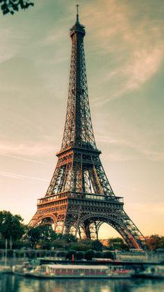 Fondo de pantalla para iPhone Eiffel torre vista