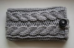 Cable-knit phone cover (pattern at bottom of comments)